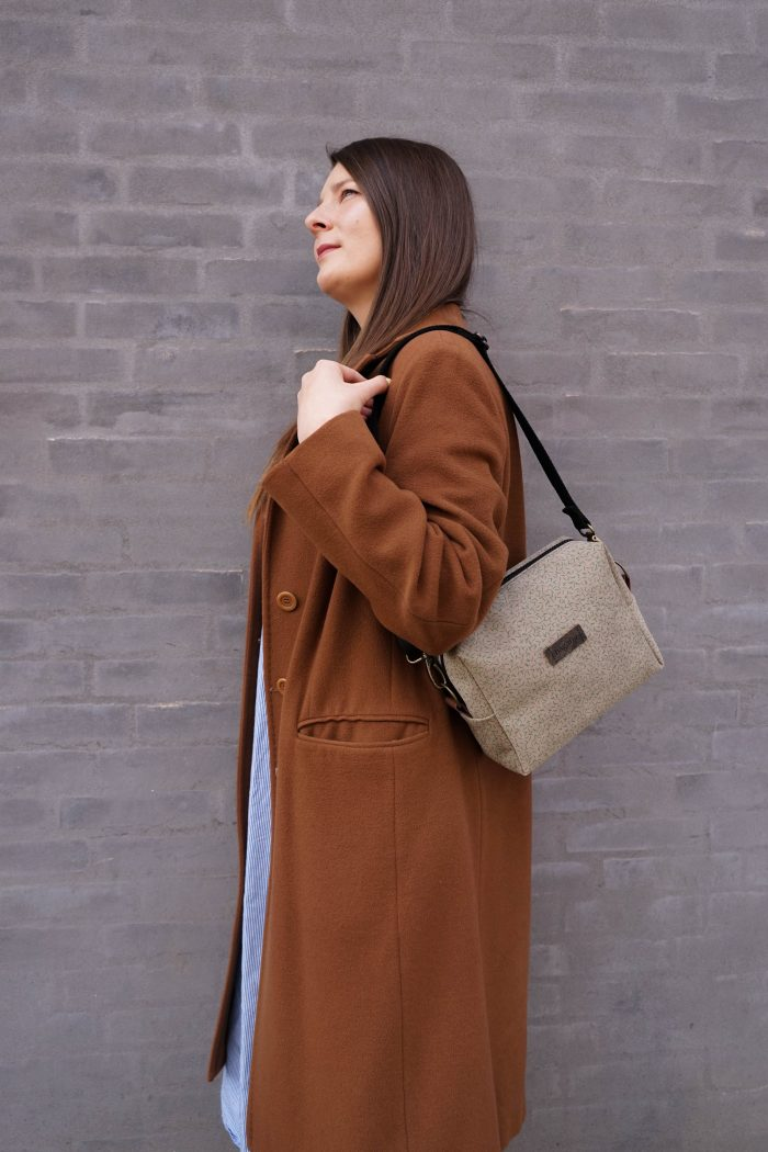 light brown shoulder bag