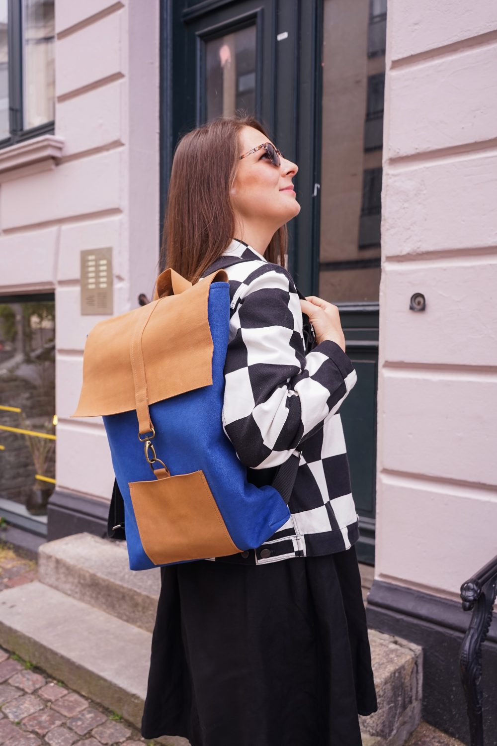blue and brown backpack